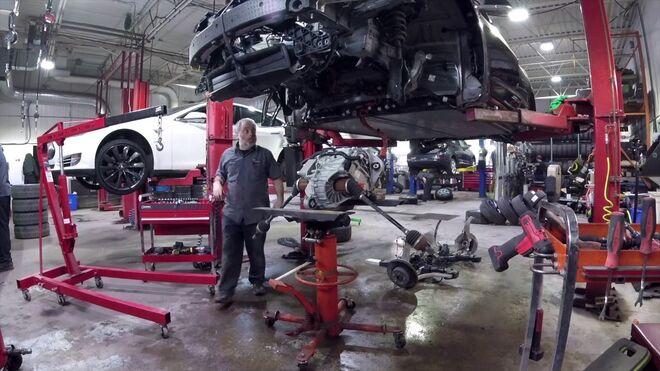 """Un taller de Canadá """"hackea"""" el Tesla Model 3 para dotarle de más rendimiento y aceleración"""