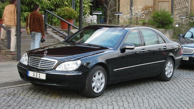 ¿Cómo solucionar el encendido del testigo de avería de motor en un Mercedes S400?