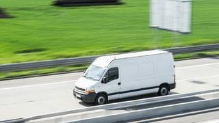 Tráfico denuncia a 311 conductores de furgonetas por circular con neumáticos en mal estado