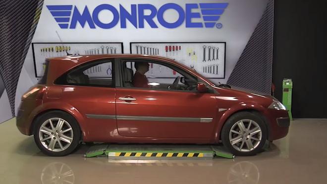 ¿Cómo sustituir el amortiguador delantero del Renault Megane 1.9dCi?