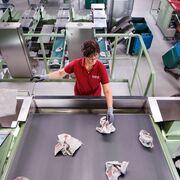 Mewa garantiza la calidad de sus paños gracias a la sinergia personas y máquinas