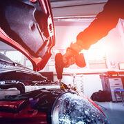 Confirmado por el INE: abril fue el peor mes para el sector de la reparación y venta de coches en 20 años
