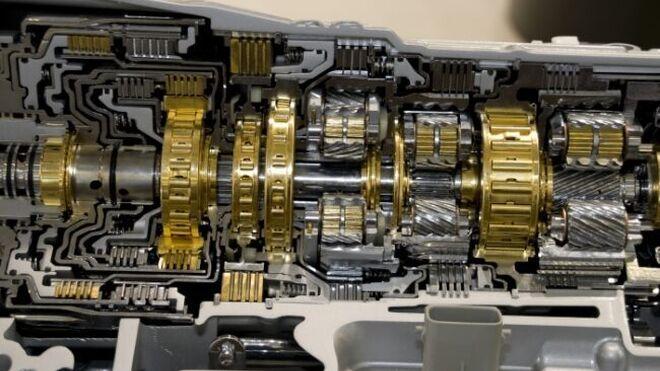 Qué ocurre cuando el nivel de aceite de transmisión del vehículo es bajo