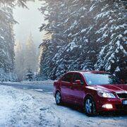 Mayor adherencia, uno de los beneficios de equipar el coche con neumáticos de invierno