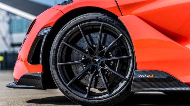 Los neumáticos P Zero Trofeo R de Pirelli, creados a medida para el nuevo McLaren 765LT