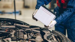 El profesional debe llevar gafas de protección, emplear herramientas no conductoras y trabajar en zonas bien ventiladas