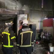 Arden varios coches en el incendio de un taller de Torrejón de Ardoz (Madrid)