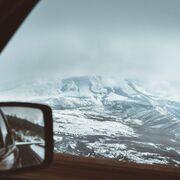 Revisar la batería y los neumáticos, acciones para evitar accidentes en invierno