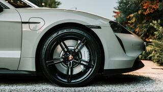 Pirelli P Zero con tecnología Elect, neumáticos a medida para el Porsche Taycan