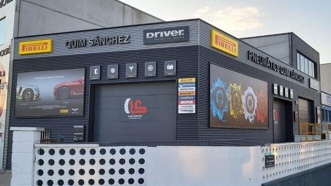 Neumáticos Quim Sánchez renueva su imagen con los colores de Driver Center
