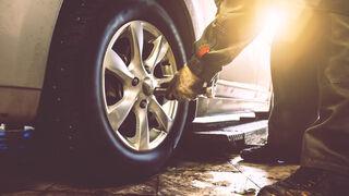 Casi la mitad de los españoles no presta atención al estado de los neumáticos