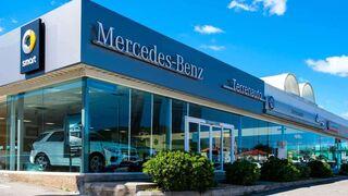 Doce vehículos arden en el incendio del concesionario Mercedes-Benz Terrenauto de Ibiza