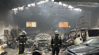 Arde un taller mecánico en la localidad madrileña de Parla
