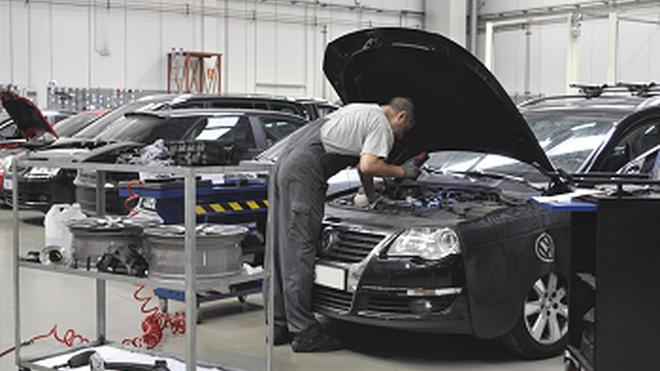 La tasa de empleo en venta y reparación de vehículos cayó el 0,9% en 2020