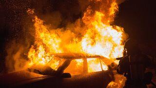 Descubierto un desguace de coches ilegal en Mérida al declararse un incendio