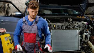 Seis ventajas de llevar el coche al taller oficial, según Amda