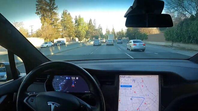 Un Tesla Model X que llega al taller sin intervención del conductor
