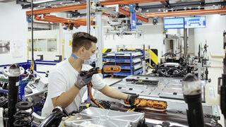 Universidad Faconauto y TÜV SÜD formarán en vehículos eléctricos, digitalización y posventa
