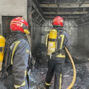Tres trabajadores heridos en el grave incendio de un taller en Vila-real (Castellón)