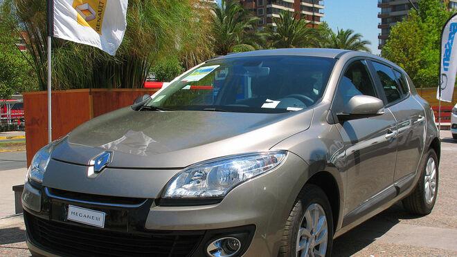 Desmontaje y montaje del panel de mando con climatización manual en Renault Megane