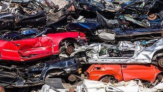 Desmantelado un taller clandestino en Elche que desguazaba coches para vender sus piezas
