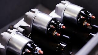 El motor de arranque no deja de girar: causas eléctricas y mecánicas