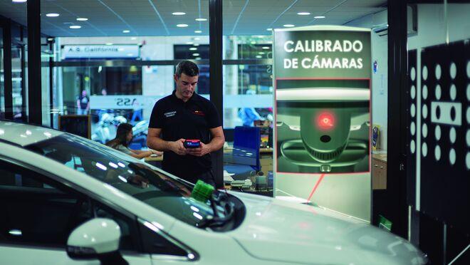 Carglass enseña a Apromes las claves de la recalibración de los ADAS y su mantenimiento