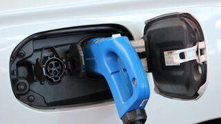 Tres de cada cuatro madrileños y barceloneses prohibiría vender coches de combustión en 2030