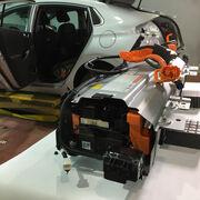 Desmontaje de baterías del Hyundai Ioniq PHEV e intercambio de módulos