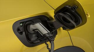 Comprar un eléctrico supone ahorrar 9.000 euros en 11 años de uso, según la OCU