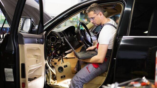 Cae el 2,4% el empleo en el sector de la venta y reparación de coches en el primer trimestre