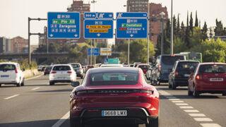 Porsche llama a revisión al Taycan por un problema en el motor