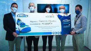 Eurotaller entrega un cheque de 5.000 euros a la Fundación Theodora