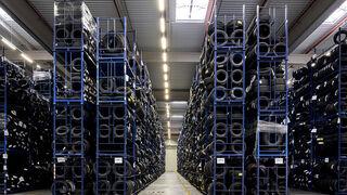El almacén central de Nex en Illescas (Toledo) ya distribuye dos millones de neumáticos al año