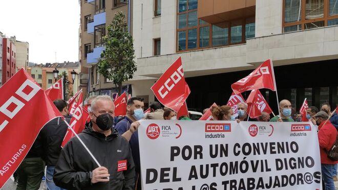 Los talleres asturianos protestan ante el bloqueo del convenio colectivo