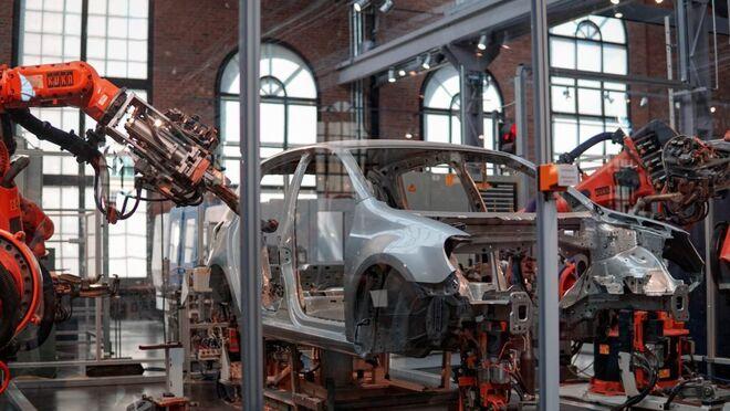¿Por qué la escasez de microchips afecta (y mucho) al sector del automóvil?