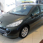 Desmontaje y montaje del airbag frontal de pasajero en un Peugeot 207