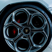 Pirelli celebra los 50 años de colaboración con Lamborghini Countach