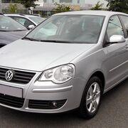 Sustitución de las bombillas de una luz trasera en un Volkswagen Polo